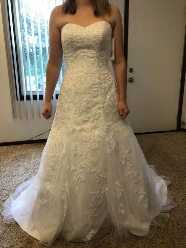 2f2ff5dae626 David's Bridal New Wedding Dress on Sale 49% Off - Stillwhite