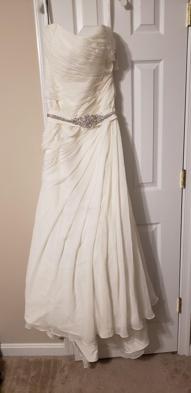 a8ee8059f811 David's Bridal V3540 New Wedding Dress on Sale - Stillwhite United ...