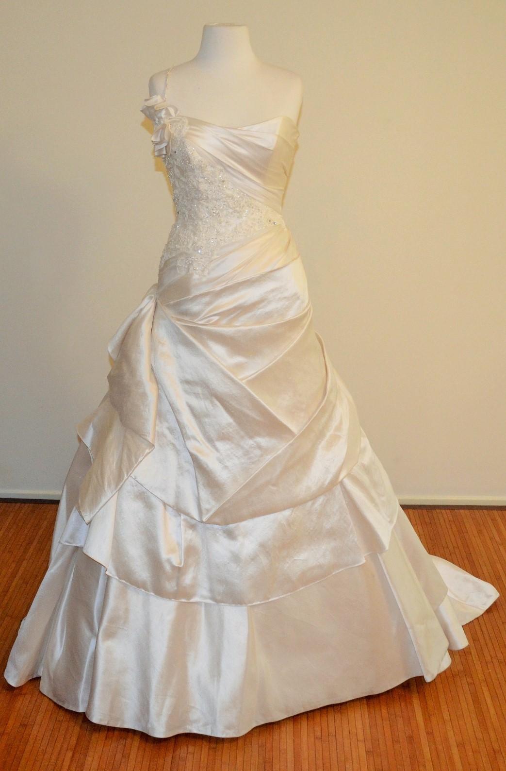Connie Simonetti Rania Sample Wedding Dress On Sale 86