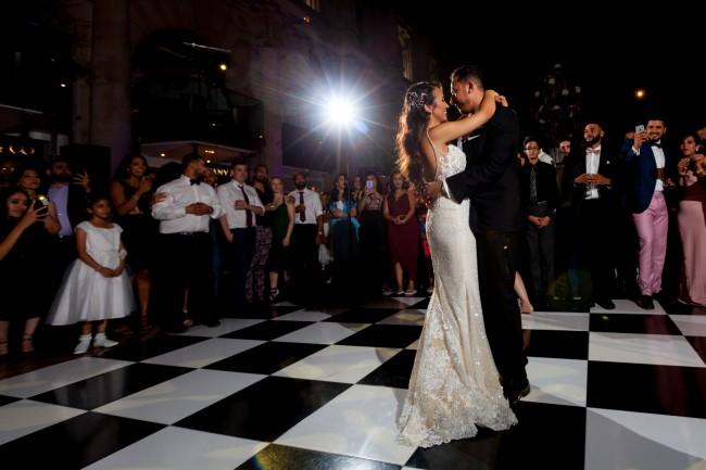 04b6333c185 Enzoani Midori Preowned Wedding Dress on Sale 46% Off - Stillwhite