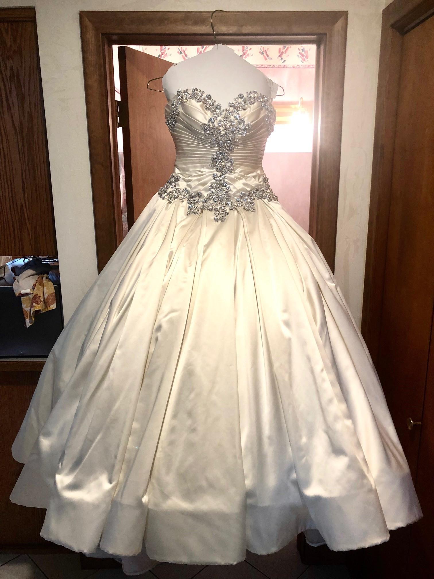 Pnina Tornai 4019 Second Hand Wedding Dress Save 49 Stillwhite