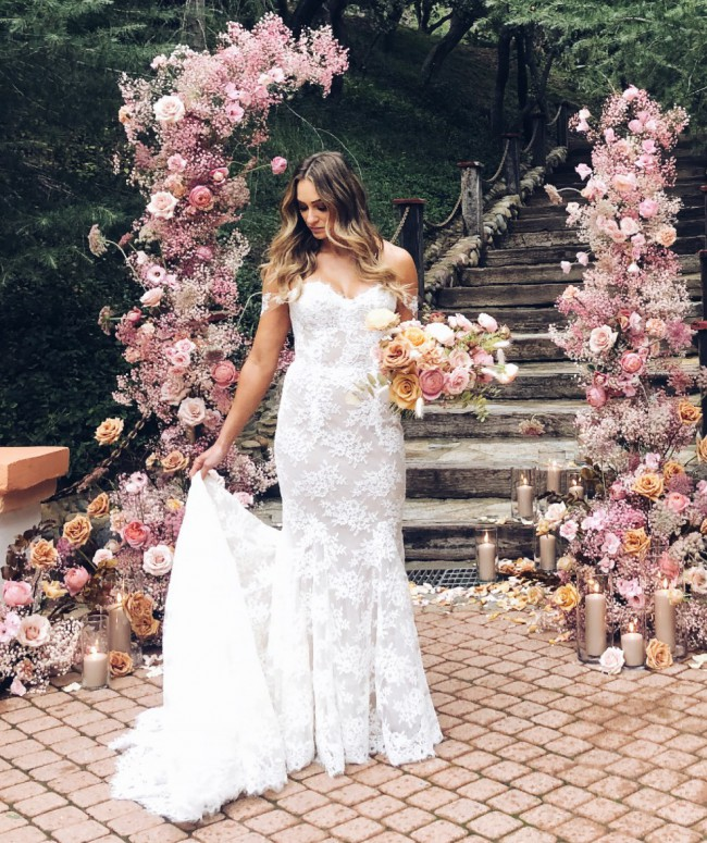 Monique Lhuillier Eve gown and veil