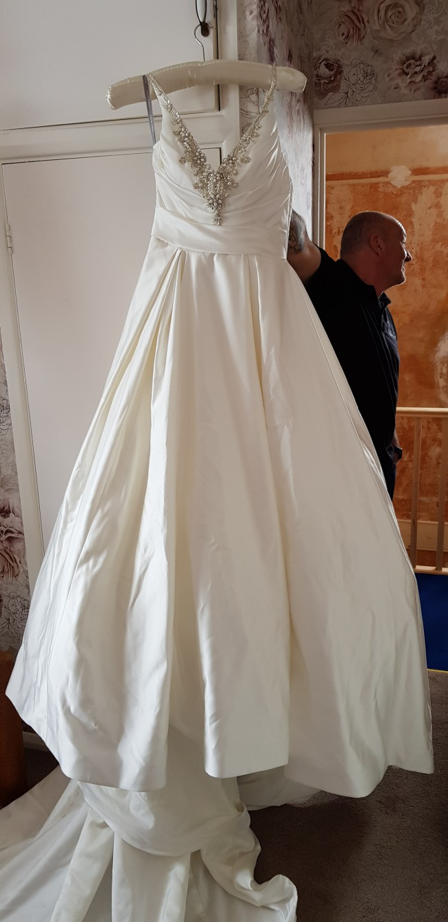 Alfred Angelo, 406