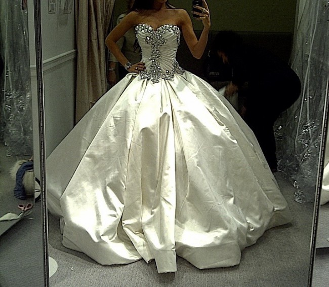 9f88cf1fcd7 Pnina Tornai 4019 Preowned Wedding Dress on Sale 70% Off ...