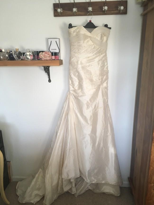 8d5745d23b76 Pronovias Alma Second Hand Wedding Dress on Sale 80% Off ...