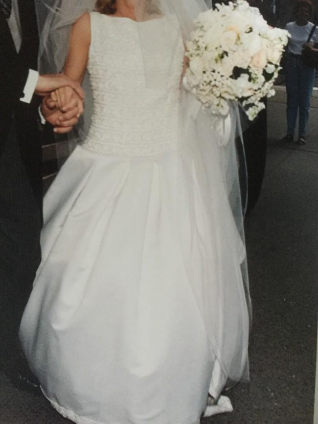 Carolina Herrera Custom Made Saks Fifth Avenue Second Hand Wedding