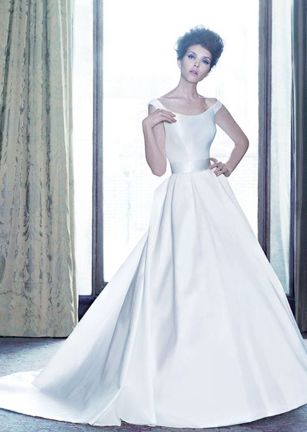 2bfefddb09 Suzanne Neville Lady Preloved Wedding Dress on Sale 38% Off - Stillwhite  United Kingdom