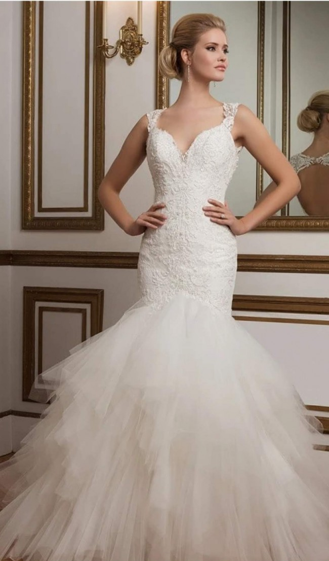 Justin Alexander 8827:Lace Mermaid gown with Tulle Handkercheif