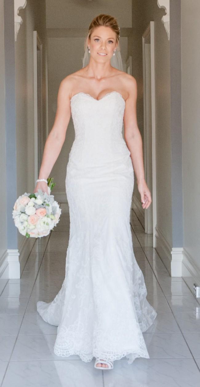 e4f76e45ba57d Essense of Australia Sweetheart strapless Preowned Wedding Dress on ...