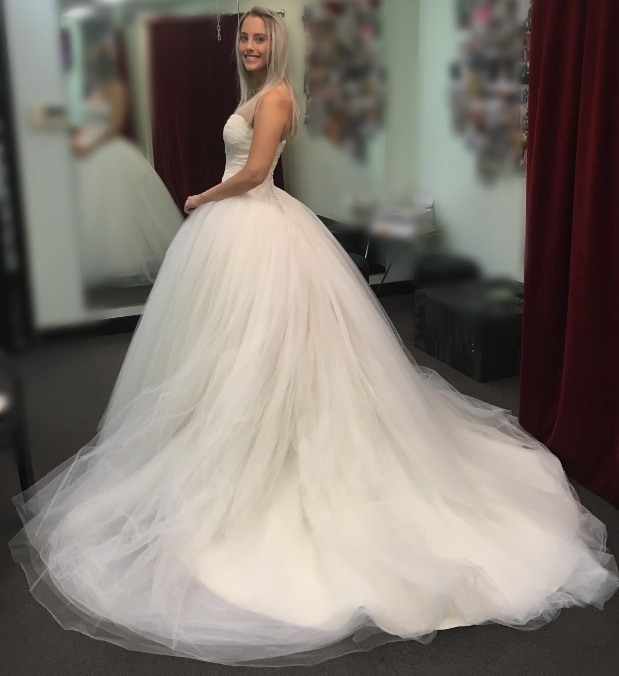 Vera Wang Bride Wars Preowned Wedding Dress Stillwhite