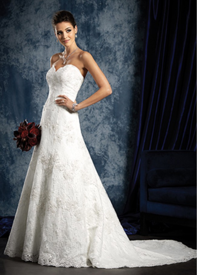 Alfred Angelo Style 801 - Scalloped Neckline Elegant Bridal Gown