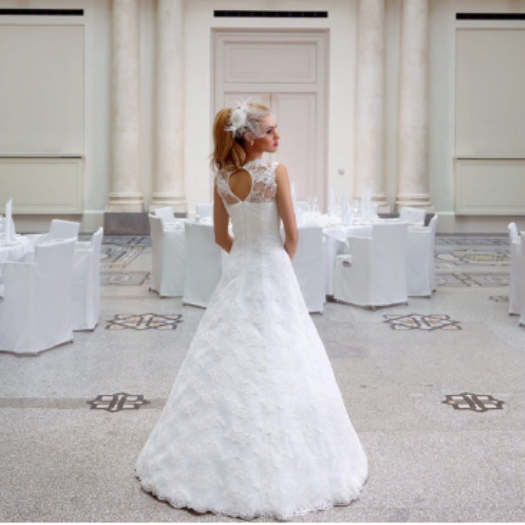 Size 14 Ivory Bianco Evento Wedding Dress Peonia
