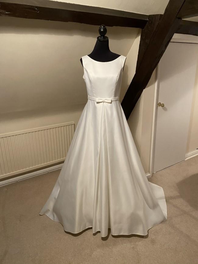 Pure Bridal RM011A Vendor