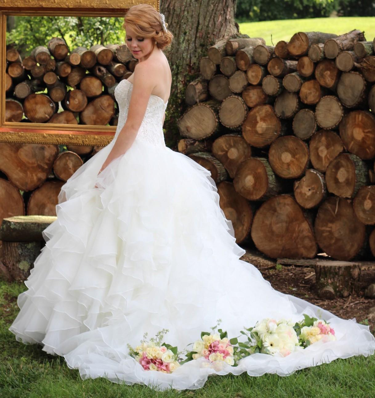 7a91ed0f3b01b Oleg Cassini CWG568 Preowned Wedding Dress on Sale - Stillwhite