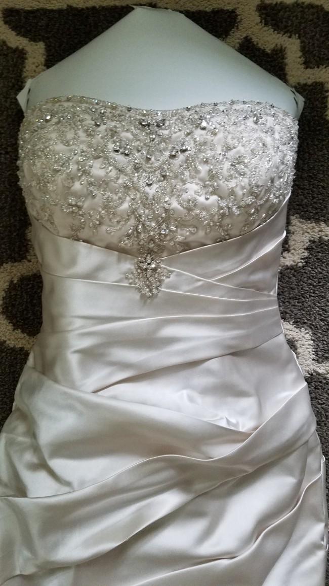 Allure Bridals 8677