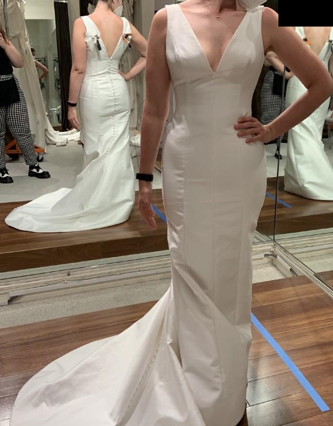 Carolina Herrera Claudette, $3,400 Size: 12   Used Wedding
