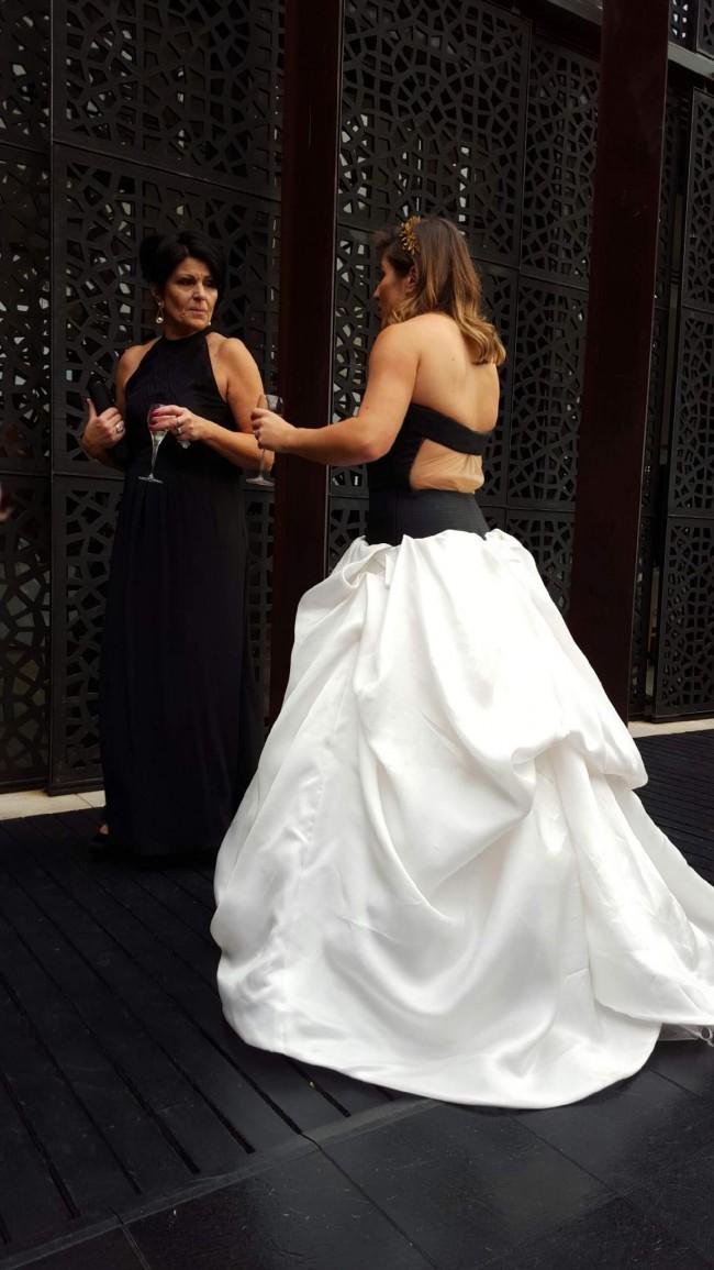 84b352843a1d Vera Wang Miriam New Wedding Dress on Sale 38% Off - Stillwhite ...