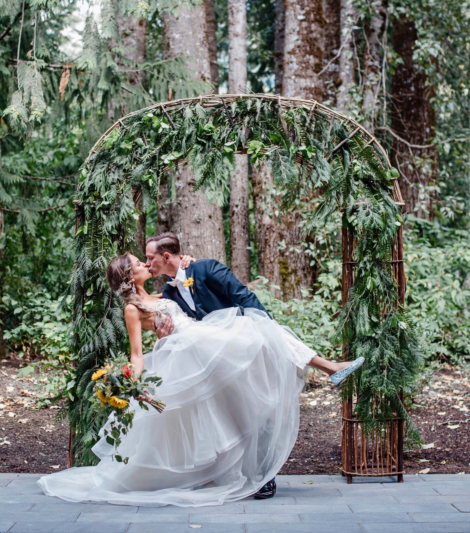 Second Hand Wedding Dresses Vancouver: Badgley Mischka Kelly Second Hand Wedding Dress On Sale